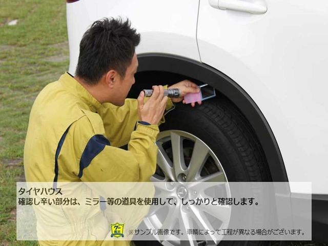 【タイヤハウス】確認し辛い部分は、ミラー等の道具を使用して、しっかりと確認します。