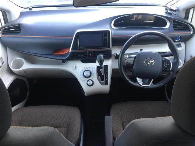 【コックピット】 広々とした設計となっておりますのでゆったりと快適に運転していただけます!