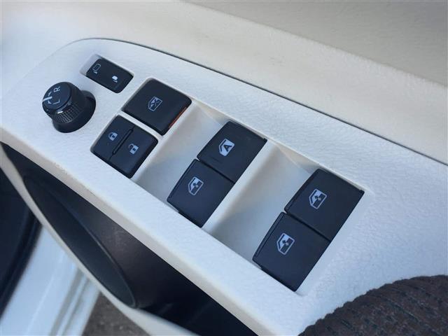【電動格納ミラー】電動でミラーのミラーの調節が可能となっております!運転中にもミラーの調整が行えます!