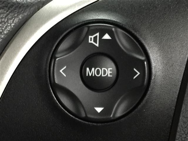 【 オーディオコントローラー付きステアリング 】片手でオーディオの操作ができるので運転に集中しながらでも操作ができて便利です!!!