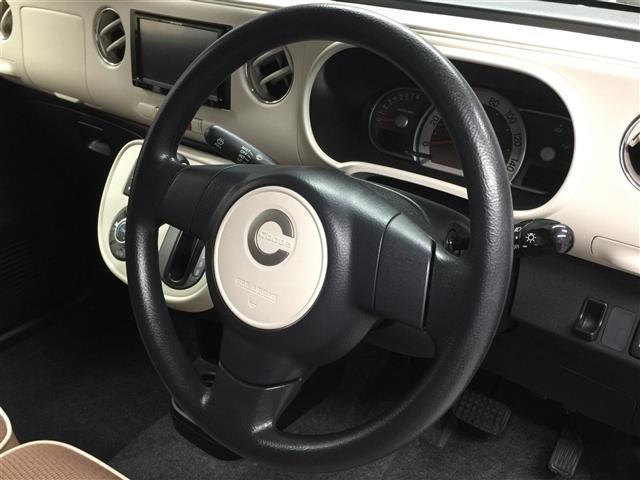 【ステアリング】握りやすい形でしっかりとつかむことができます!運転するときにはしっかりと握ってくださいね!