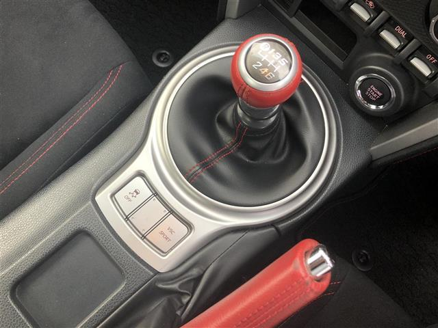 GT 6MT/純正ナビ(CD/フルセグTV/Bluetooth)/バックカメラ/ETC/純正17インチAW/オートライト/フォグランプ/プッシュスタート/スマートキー/純正フロアマット(19枚目)