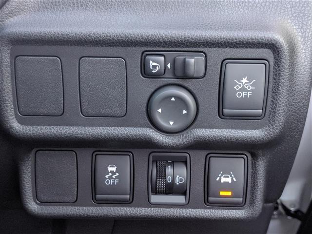 日産 ノート /4WD エマージェンシーブレーキ 寒冷地仕様