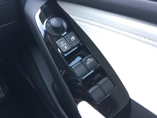 ◆電動格納ミラー◆ボタン一つで開閉と、スイッチでミラーの角度調整を行うことができる便利な機能です♪