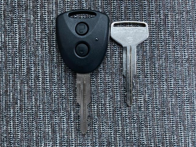 L SAIII スマートアシストIII オートハイビーム アイドリングストップ フルフラットシート ABS コーナーセンサー 横滑り防止装置 サイド・カーテンエアバッグ  リモコンキー スペアキー 禁煙車(33枚目)