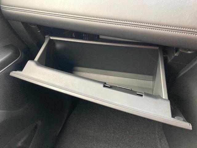 ◆グローブボックス◆助手席前のグローブボックスは収納スペースとしてご利用頂けます!