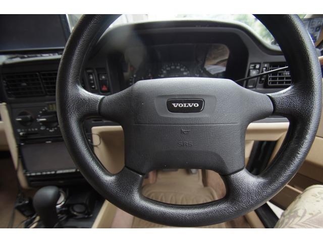 世界に1台?ボルボピックアップです。ワゴンをぶった切ってローダウンWOODデッキまでおごってます。勿論改造申請済。車検2019年6月まであり。1ナンバー登録。タイミングベルト調整済。不安なく乗れます。