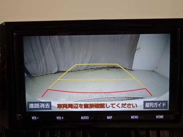 バックガイドカメラ付き!!ただ後方を映すだけではなく、進行方向をガイド線で表示してくれるので、バックが苦手な方でも安心して駐車できます!