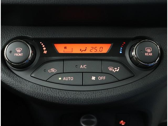 ☆オートエアコンも装備。ボタン一つで快適な温度に!