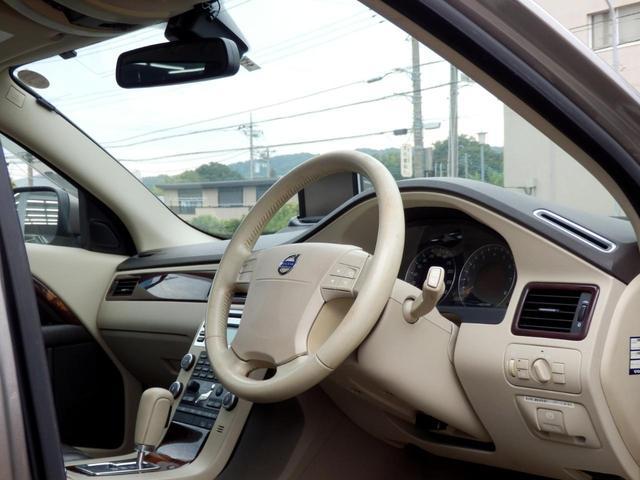 ボルボ ボルボ XC70 3.2AWD 新品タイヤ ブラウン革 ガラスSR HDDナビ