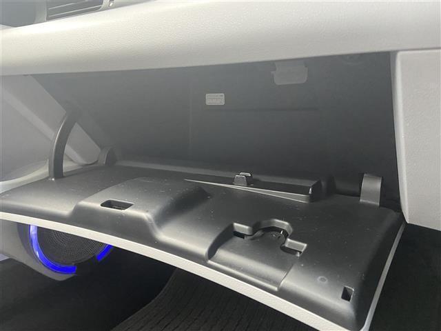 【収納】たくさん収納スペースがついてます♪車にあったら便利なグッズの収納スペースにも困りません!