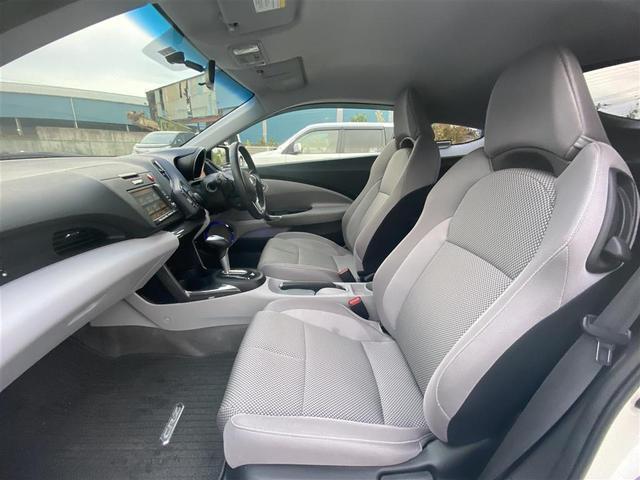 【フロントシート】広々使えるフロントシートで快適ドライブ♪