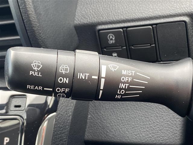 G stradaメモリナビ 両側パワスラ アイドリングストップ 衝突被害軽減システム レーンキープアシスト 横滑り防止装置 HIDヘッドライト プッシュスタート レザーステアリング ステアリングスイッチ(16枚目)