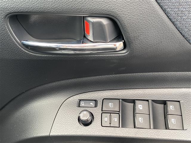 G stradaメモリナビ 両側パワスラ アイドリングストップ 衝突被害軽減システム レーンキープアシスト 横滑り防止装置 HIDヘッドライト プッシュスタート レザーステアリング ステアリングスイッチ(18枚目)