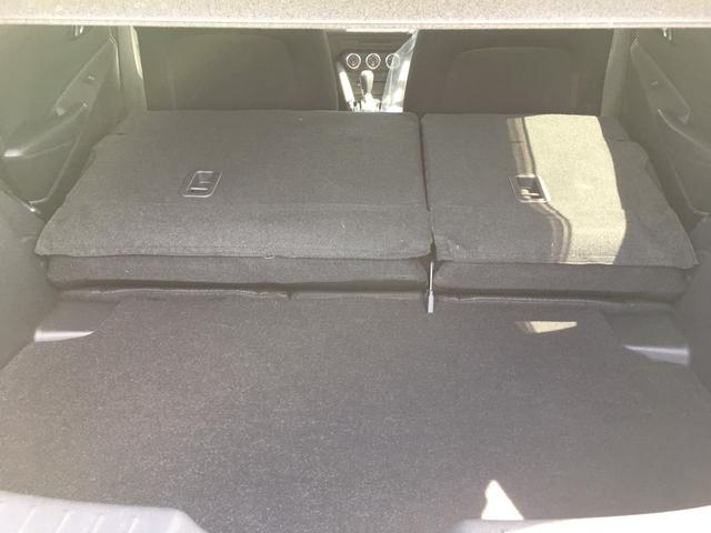 【トランク】荷物の積み込むのに十分のスペースがございます。また、よりスペースが欲しいということであれば、後部座席を倒していただければより大きなスぺースを確保していただけます。