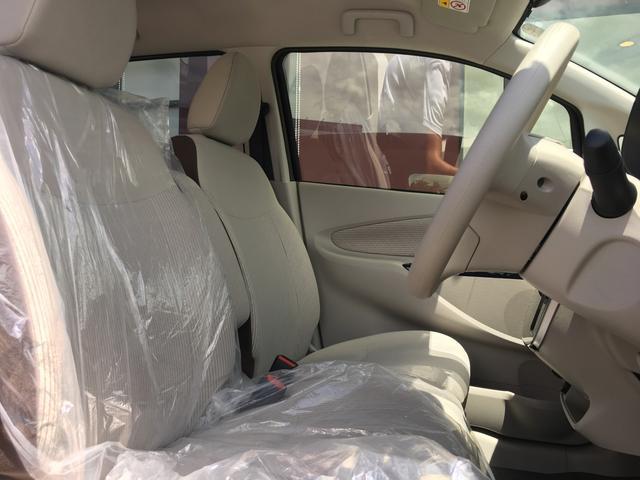 【運転席・助手席】広々できるベンチシートになっております!!