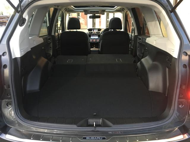 【ラゲッジスペース 】二列目のシートを倒すことで大容量の荷室スペースを確保♪