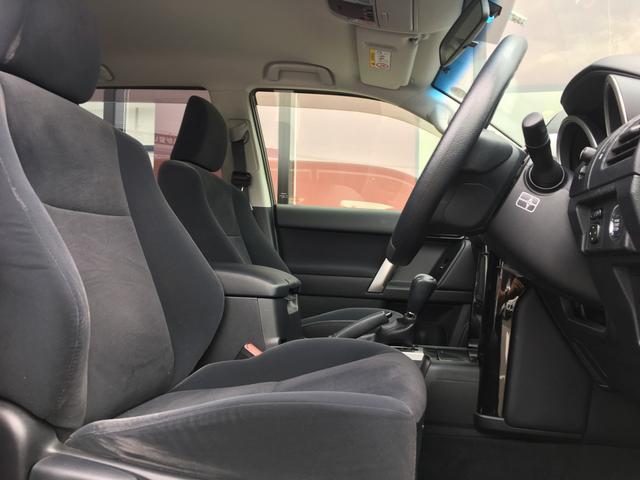 【運転席・助手席】ゆったりとした運転席助手席周りです。