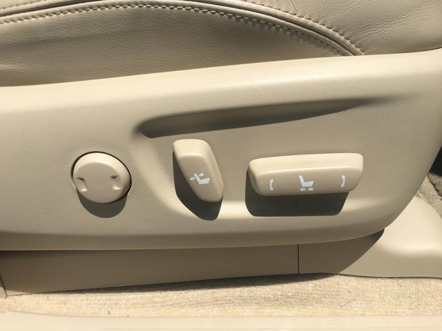 【電動パワーシート】最適なシートポジションを提供し快適にお過ごしいただけます!ランバーサポートは背もたれの圧力の調整が可能で腰への負担を軽減し、快適な長距離ドライブをサポートします♪