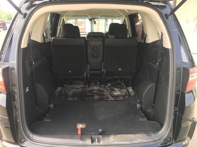 【格納式サードシート】サードシートは綺麗に床下に収納されます!!操作もレバーを引くだけ簡単楽々♪