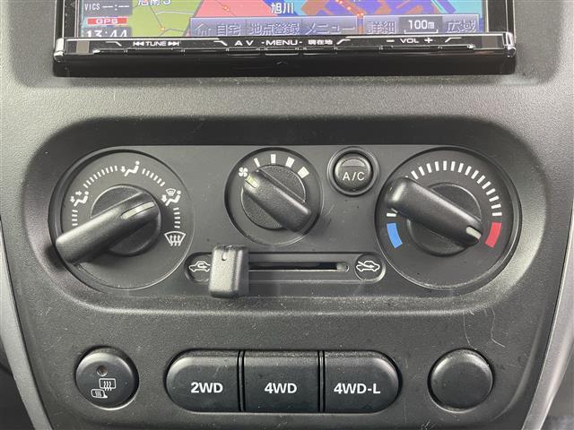 XC 4WD/5速MT/社外ナビ/AM/FM/CD/DVD/BT/ワンセグTV/社外フロアマット/電動格納ミラー/純正16インチAW/社外AW付スタッドレスタイヤ積込175/80/R16/ライトレベライザー(7枚目)