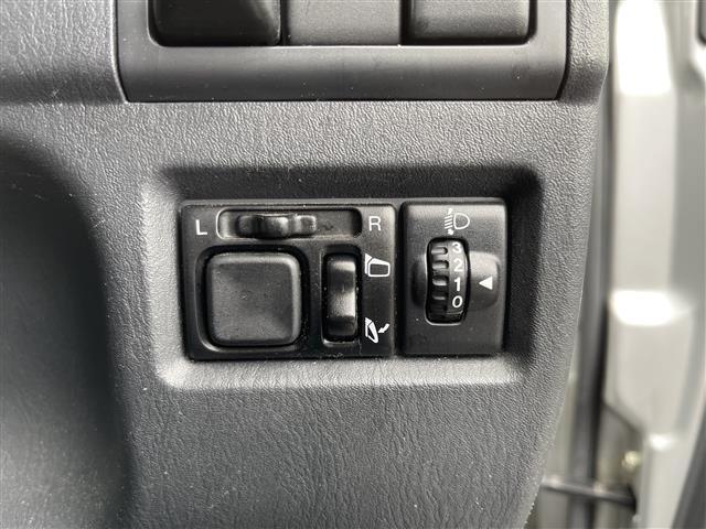 XC 4WD/5速MT/社外ナビ/AM/FM/CD/DVD/BT/ワンセグTV/社外フロアマット/電動格納ミラー/純正16インチAW/社外AW付スタッドレスタイヤ積込175/80/R16/ライトレベライザー(9枚目)
