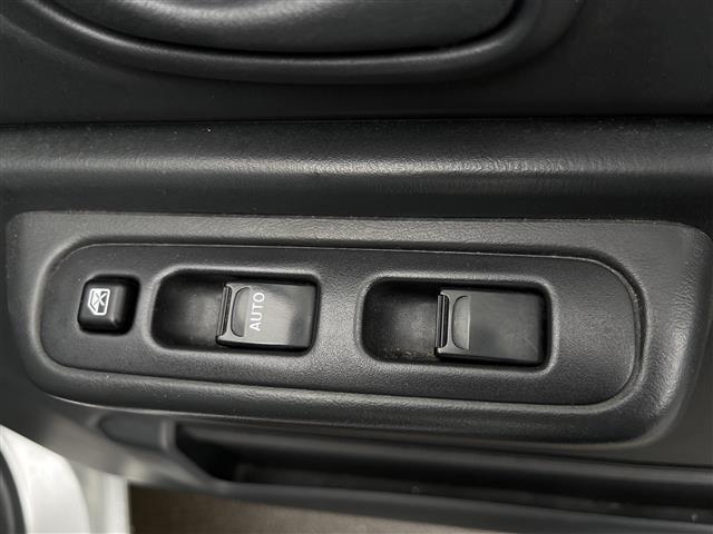 XC 4WD/5速MT/社外ナビ/AM/FM/CD/DVD/BT/ワンセグTV/社外フロアマット/電動格納ミラー/純正16インチAW/社外AW付スタッドレスタイヤ積込175/80/R16/ライトレベライザー(10枚目)