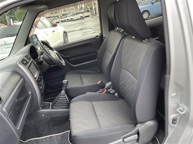XC 4WD/5速MT/社外ナビ/AM/FM/CD/DVD/BT/ワンセグTV/社外フロアマット/電動格納ミラー/純正16インチAW/社外AW付スタッドレスタイヤ積込175/80/R16/ライトレベライザー(12枚目)