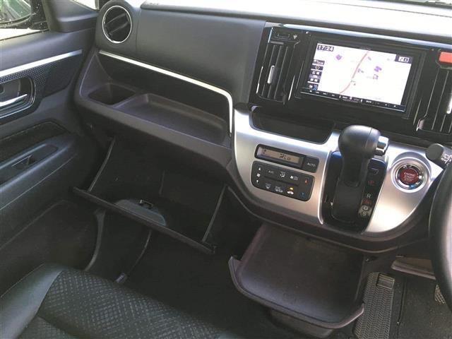カスタムGターボ 4WD 1オーナー メモリーナビフルセグ(9枚目)