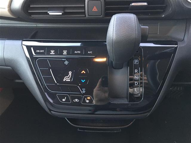 X 4WD エマージェンシーブレーキ アラウンドビュー シートヒーター(8枚目)