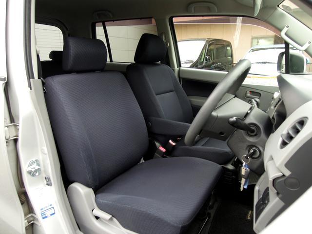 運転席も使用感が少なくキレイな状態です!!