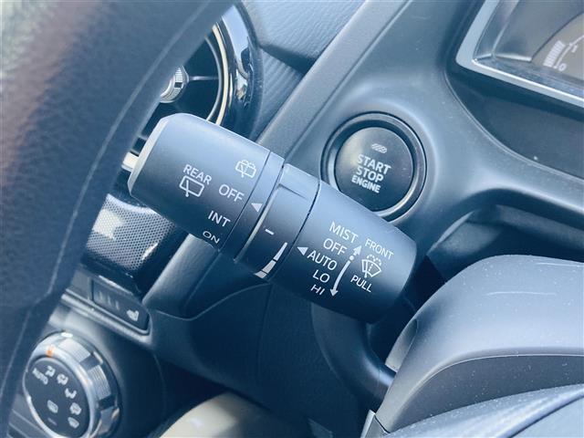 純正ナビ/フルセグTV/ETC/LEDヘッドライト/横滑り防止装置/衝突軽減ブレーキ/クルーズコントロール/ブラインドスポットモニタリング/純正フロアマット/前席シートヒーター/ステアリングスイッチ(10枚目)