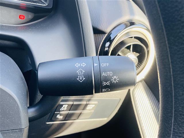 純正ナビ/フルセグTV/ETC/LEDヘッドライト/横滑り防止装置/衝突軽減ブレーキ/クルーズコントロール/ブラインドスポットモニタリング/純正フロアマット/前席シートヒーター/ステアリングスイッチ(11枚目)