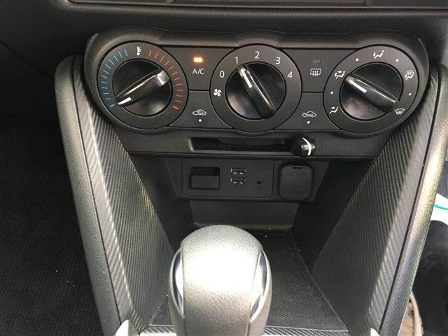 13C 純正SDナビ/Bluetooth/USB/AM/FM/ステアリングリモコン/ETC/アイドリングストップ/MTモード付きAT/スポーツモード切り替え/横滑り防止装置/プッシュスタート/スマートキー(4枚目)