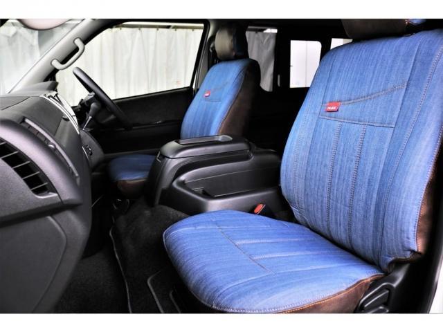 運転席側、助手席側ともに、FLEXオリジナルシートカバー(デニム調)が装着されておりカジュアルでおしゃれな車内となっております!!
