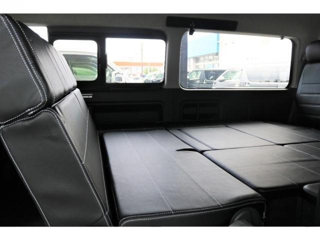 2列目シートはバタフライシートになっており、向き合った形でシートをアレンジすることができます!!