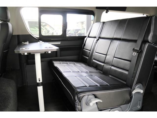2列目シート前面には、テーブルを設置することが可能となっており、小休憩の際など手軽にお食事を楽しむことができます!!
