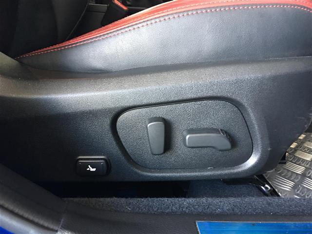 STI タイプS4WD 6MT 社外メモリナビ 純正18AW(9枚目)