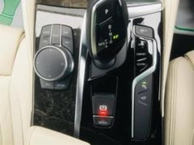 【オートエアコン】フルオートエアコンで車内はいつも自分の部屋のような快適な空間を保てます!