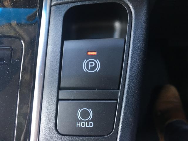 ◆電動パーキングブレーキ【ある条件を満たした場合に従来のパーキングボタンやレバーを引かなくてもパーキングに自動的に入り、発進状態の条件を満たした場合には自動で解除されます。】