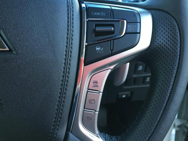 ◆アイドリングストップ【停車時にブレーキを踏むことでエンジンを停止し、燃費向上や環境保護につなげるという機能です。】