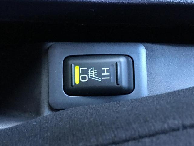 ◆三菱オールホイールコントロール【トラクションが得られる「4WDロック」。燃費の良い「2WD」。各モードへの切り替えは、レバー横に設けたダイヤル式のドライブモードセレクターで走行中でも簡単に行えます】