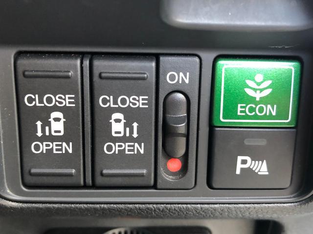 ◆両側電動スライドドア【ワンタッチで簡単に開閉できるスイッチを採用。スマートキーを携帯しているだけでワンタッチでドアの開け閉めが可能です。荷物を抱えている時など便利です】◆フロントソナー&バックソナー