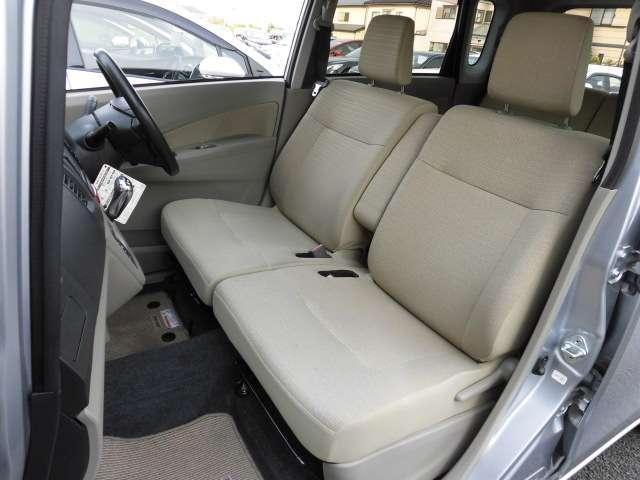 広々ご乗車可能なフロントシート☆状態良好です♪当店の展示車は全車クリーニング済みです。再度クリーニング後のご納車となります。