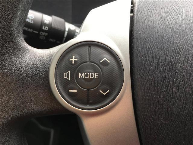 【ステアリングスイッチ】運転中に目線を外さずにオーディオ操作が可能です。