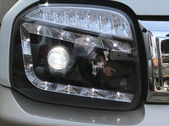 社外ヘッドライトに交換可能です。光軸が出ないので車検不可になります。