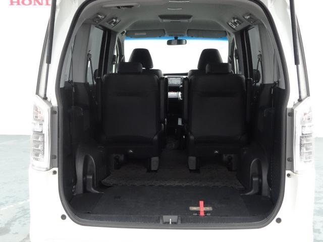 3列目のシートが「くるりんぱ」で簡単に床下に収納でき、そこには大空間が出現します。