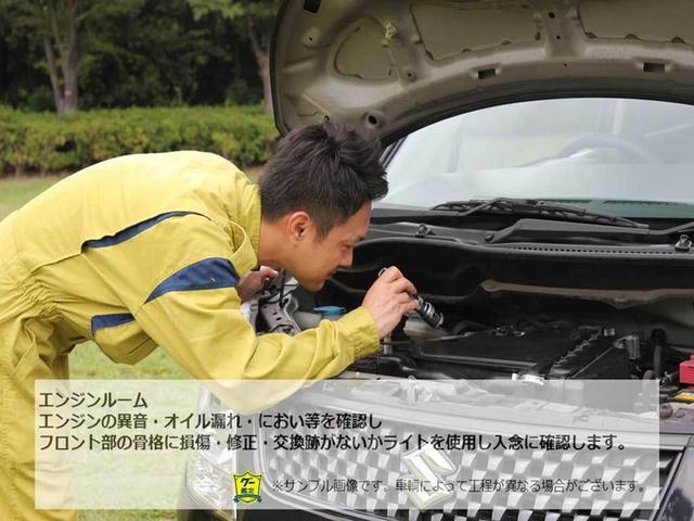 【グー鑑定実施車両】 エンジンルーム エンジンの異音・オイル漏れ・におい等を確認しフロント部の骨格に損傷・修正・交換等がないかライトを使用し入念に確認します。