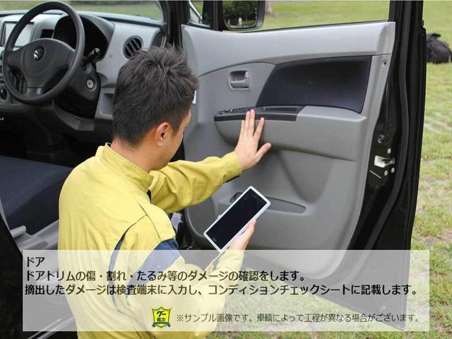 【グー鑑定実施車両】天張り 室内から確認できる溶接部位の確認を行います。車種特有のポイントを確認し、車輌のダメージを発見していきます。