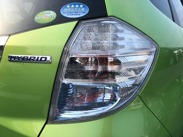 薄いブルーレンズはハイブリット専用、ガソリン車と差別化しています!